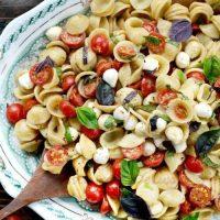 Salata_de_paste_cu_rosii_si_mozzarella_04