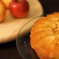 Prăjitură cu mere şi crustă de nuci