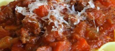 Spaghete cu sos de carne tocata si rosii