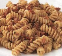 Pasta_with_sun_dried_tomato_pesto