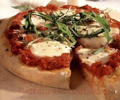 Pizza cu mozzarella si oregano