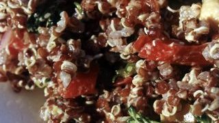 Salata de quinoa cu tahini si lamaie