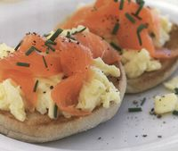 Scrambled_eggs_with_smoked_salmon