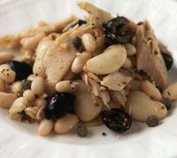 Tuna_and_white_beans_with_olives