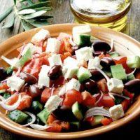 Salata greceasca cu crutoane