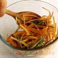Salată de crudităţi cu păstrăv afumat