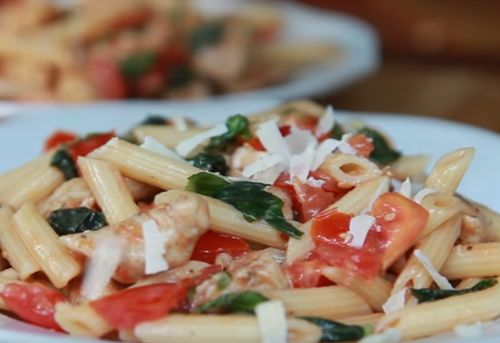 Salata de paste cu sos alb