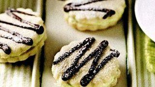 Biscuiţi cu cremă de ciocolată