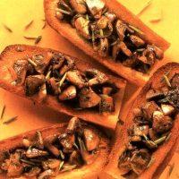 Bruschete cu ciuperci si nucsoara