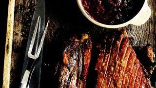 Fleica de porc la cuptor cu sos de prune si vin de Porto