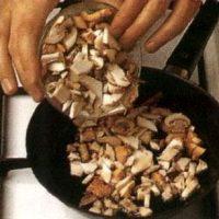 Ciuperci la wok