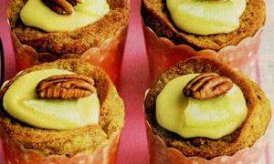Briose cu fructe in sos de caise sau piersici