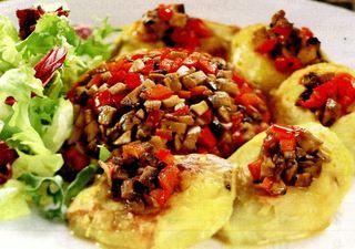 Cartofi copti umpluti cu ciuperci
