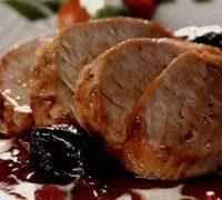 Muschi de porc cu sos de prune si vin