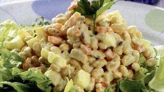 Salata cu boabe de soia si mere