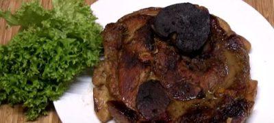 Cum se prepara Pulpa de porc la cuptor cu usturoi, mustar si rozmarin