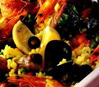 Paella cu pui si fructe de mare
