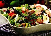 Salata de ton cu crutoane si usturoi