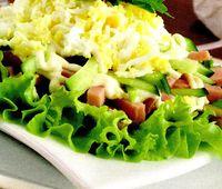 Salată cu nuci şi brânză