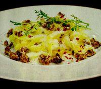 Tagliatelle cu nuci si sos de gorgonzola