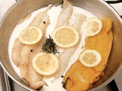 Cod înfăşurat în pancetta şi cartofi aromaţi cu lămâie