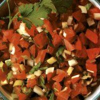 Salata de rosii cu ceapa verde si coriandru
