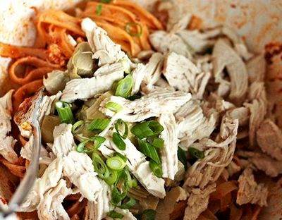 Salata calda de paste cu spanac si branza
