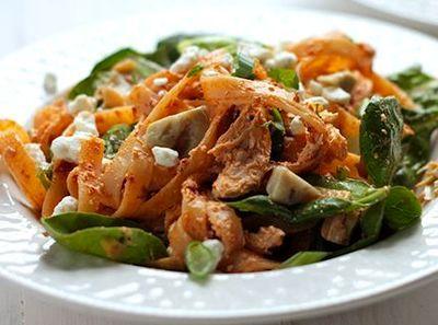 Salata de paste cu legume si branza de capra