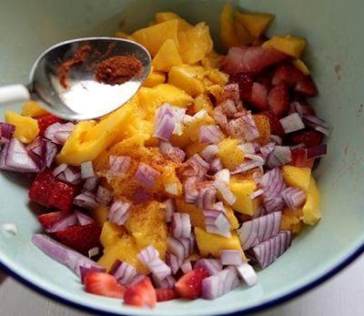 Sos de mango cu capsuni si ceapa rosie