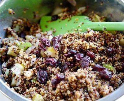 Salata calda de quinoa