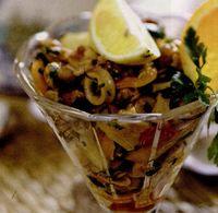 Salata de fructe de mare cu suc de portocale