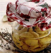 Usturoi marinat cu ulei de masline