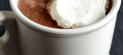 Ciocolata calda cu vanilie si frisca