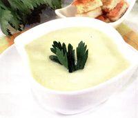 Supă de telină cu brânză Stilton şi pâine prăjită