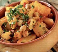 Mancare de cartofi cu rosii