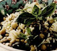 Salata de orez, legume si condimente