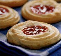Sendvis cu biscuiţi din aluat fraged şi căpşune