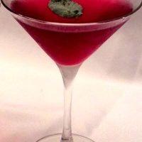 Cocktail cu gin si afine