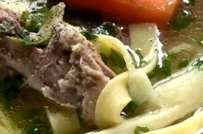 Cum se prepara Supa de rata cu taitei