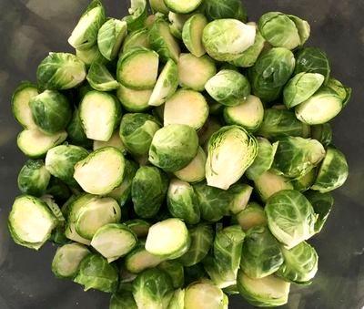 Varza de Bruxelles şi cartofi în sos picant