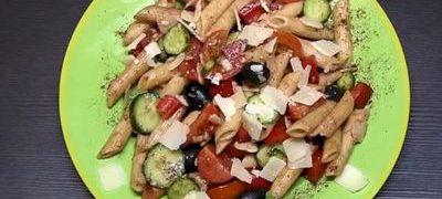 Salata de legume cu friptura de porc