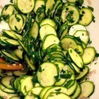 Salata de zucchini cu vinegreta de lamaie
