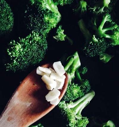 Sote de broccoli cu usturoi