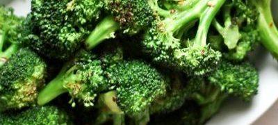Broccoli la gratar cu usturoi