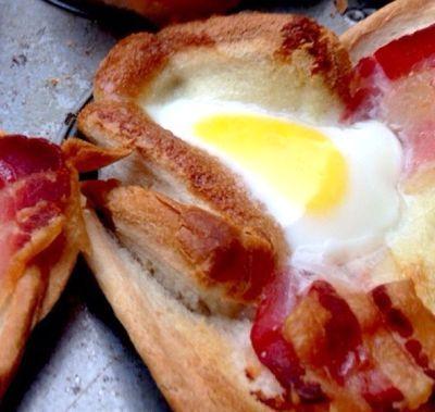 Briose cu oua si bacon