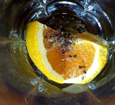Cocktail bourbon cu aroma de portocala