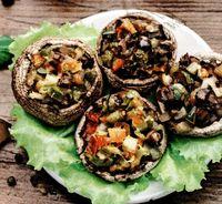 Ciuperci umplute cu pasta de legume