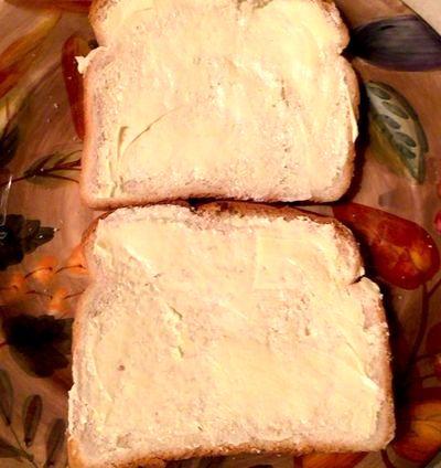 Sandwich cald cu unt si branza