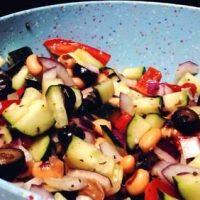 Salata de fasole cu masline si oregano
