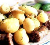Cartofi la cuptor cu carnaciori